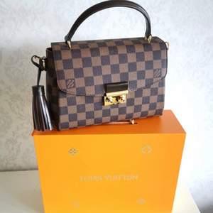 Louis Vuitton väska i 100% äkta läder ingår box bose säljer ändats bra kvalitet