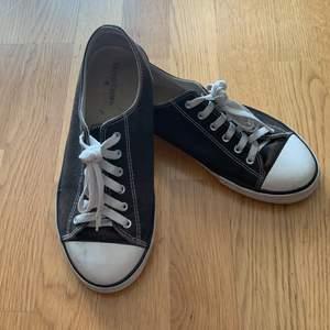 Converse i svart modell herr använd fåtal ggr säljs pga ingen användning längre fel fritt 👟👟👟🌸