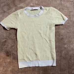 T-Shirt från zara ❤️ pris + frakt👏  Budgivning avslutas måndag kl 12!