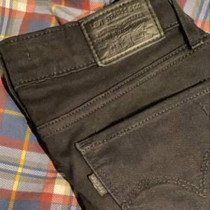 Lätt använda bootcut jeans från Levis! Superbra skick! Köpta för 1000