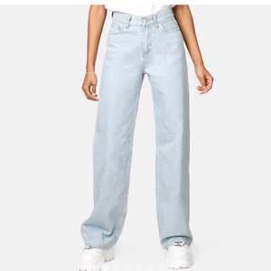 Säljer dessa jeans pga av att jag inte tycker dem sitter bra i längden på mig, kom privat för fler bilder❤️