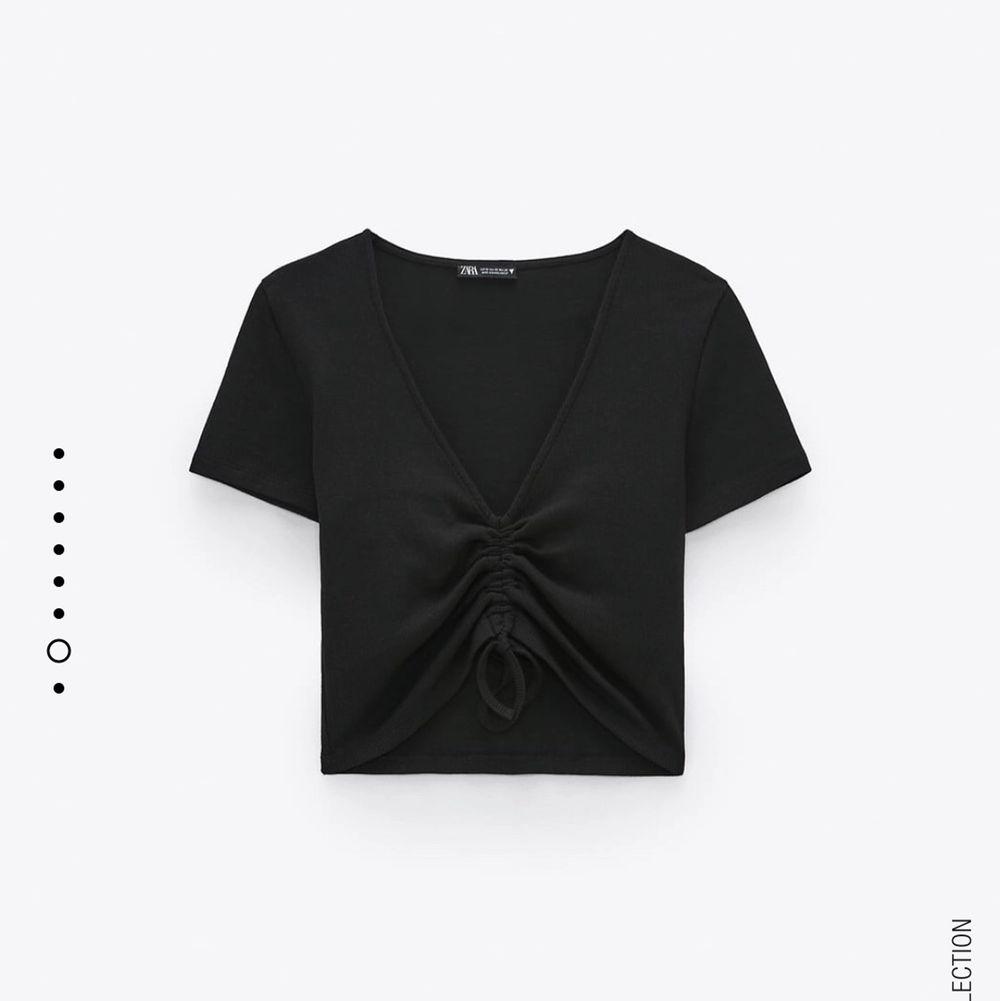 Aldrig använd från Zara, passar allt. T-shirts.