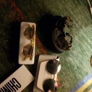 Säljer solglasögon jättebilligt som jag inte använder, bara Armani som jag har använt några gånger så dom är nästintill som nya. Chimi, Michael Kors o Giorgio Armani, alla med original fodral. Obs!!! Inga kopior!!! Chimi är sålda.