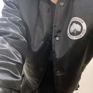 Säljer min älskade jacka jag köpte när Beyonce var i sverige 2016 då den inte används längre ❤️