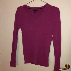 Som ny Tommy hilfiger tröja i siris rosa