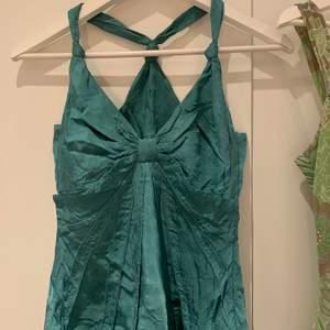 Coolt grönt/turkost linne från sand copenhagen. Priset är inklusive frakt, möts inte upp:)