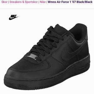Svarta Nike air force 1, nästan helt nya och använda ett fåtal ggr. Säljer pga för stora för mig. Frakt: 90kr