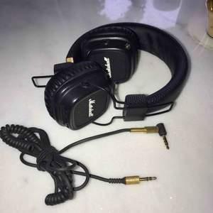 Svarta Marshall Major Bluetooth hörlurar, trådlösa (via bluetooth alt med sladd)  Ursprungspris: 990:-