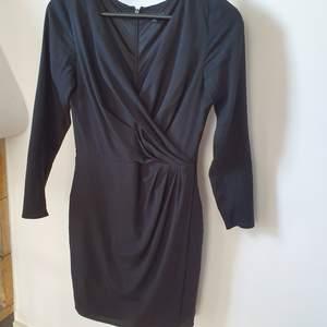 En ofantligt snygg svårt aftonsklänning från Soul,MQ  Tunna och har underkjol så klänningen faller perfekt uran att bli veckig.   Kan mötas upp i Huddinge, Älvsjö, Årsta, Globen & Västberga