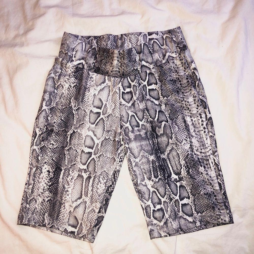 Bekväma sporty shorts som jag köpte i Spanien. 83% Polyester & 17% Elastan. Kunden står för frakten 🤍. Shorts.