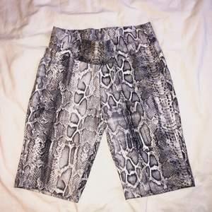 Bekväma sporty shorts som jag köpte i Spanien. 83% Polyester & 17% Elastan. Kunden står för frakten 🤍