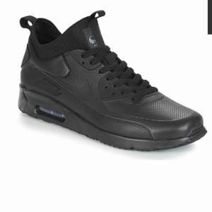 Nike air Max 90 vinter edition  Ligger på 1900kr nypris Strl 41 Fint skick, knappt använda  Kan skicka bilder via privat Frakt 90kr