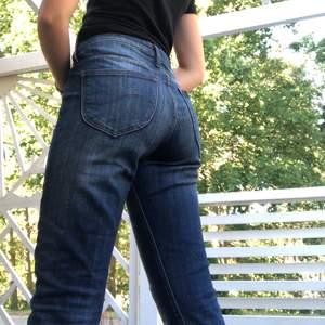 Skinny jeans från Lee🤩   Säljer då de är för stora för mig   Storlek waist29, legth31   Fraktkostnad på 63kr tillkommer💕