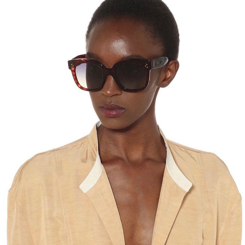 Säljer mina käraste Celine solglasögon! Köpta på hemsidan för något år sedan så nästan som nya bara några små repor på högra glas. Nypris 3100kr. 💕. Accessoarer.