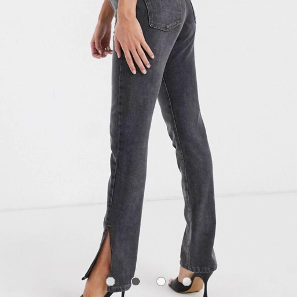 Jeans med slits. LIKADANA SOM BILD FAST BLÅA. Jeans & Byxor.