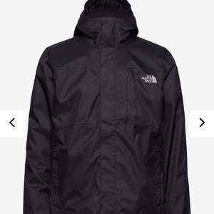 Säljer min North face jacka då den står hemma! Köpt på kennedies