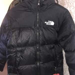 Har en oanvänd North Face jacka hemma i storleken S som bara samlar damm i garderoben! Taggar fortfarande på!
