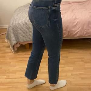 Fina jeans från Gina Tricot. Använda ett få antal gånger så de är i mycket bra skick. Storleken på jeansen är 36 och säljer dessa för 50kr:)