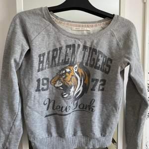 Sweatshirt från Brave soul i storlek S. Är i fint skick. Kan fraktas eller mötas upp i Växjö❣️❣️