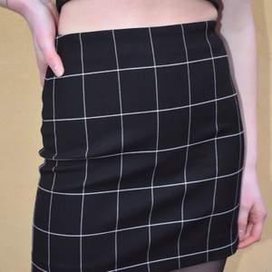 Tajt kjol från hm, jättelätt att style men en liten dragkedja där bak💕