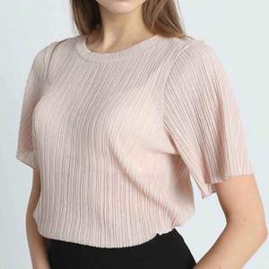 Ljusrosa T-shirt som knappt är använd :)