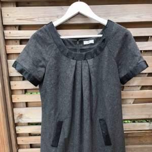 Jätte fin klänning från Day Birger et Mikkelsen använd ungefär 5 gånger perfekt för när man ska klä upp sig.