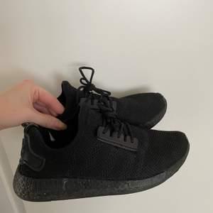 Inte äkta, men jättefint skick, världens skönaste sko att ha på sig! Säljes då dem ej kommer till användning... storlek 38