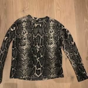 Skönaste och snygga tröjor från Gina. Fleece material. Går att köpa var för sig eller tillsammans. Storlek S