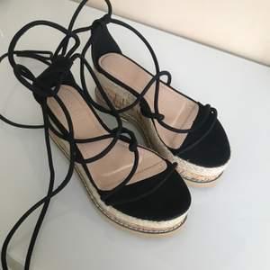 Snygga sandaler i storlek 37. Helt nya och oanvända.