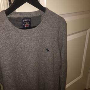 En ny oanvänd bondelid tröja. Säljer pga för stor för mig och har ingen användning för den!