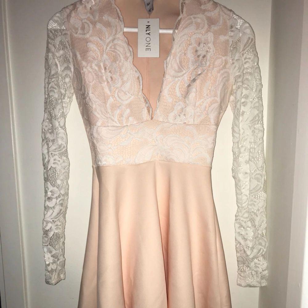 Favorit klänning !! Helt ny från Nelly . Klänningar.