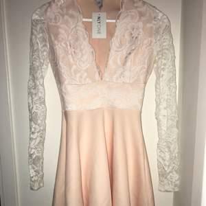 Favorit klänning !! Helt ny från Nelly