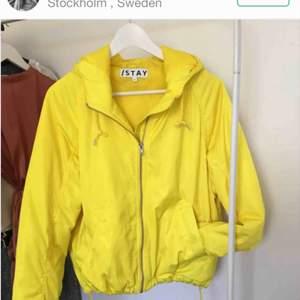 Köpt här på Plick men säljer pga för stor Köpte den för 500 o säljer den för halvapriset! <3
