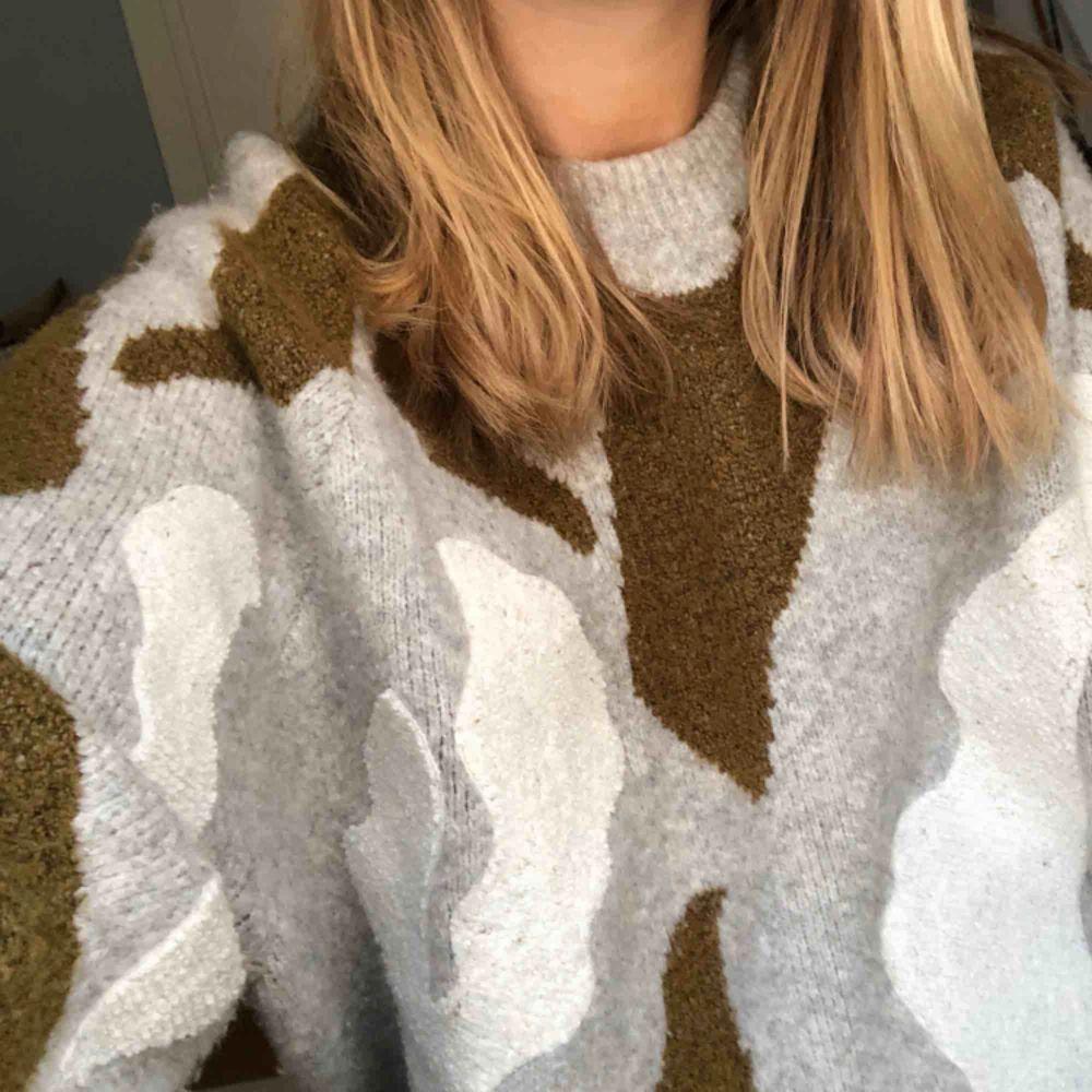 Jättefin stickad tröja från hm. Köparen står för frakt!. Tröjor & Koftor.