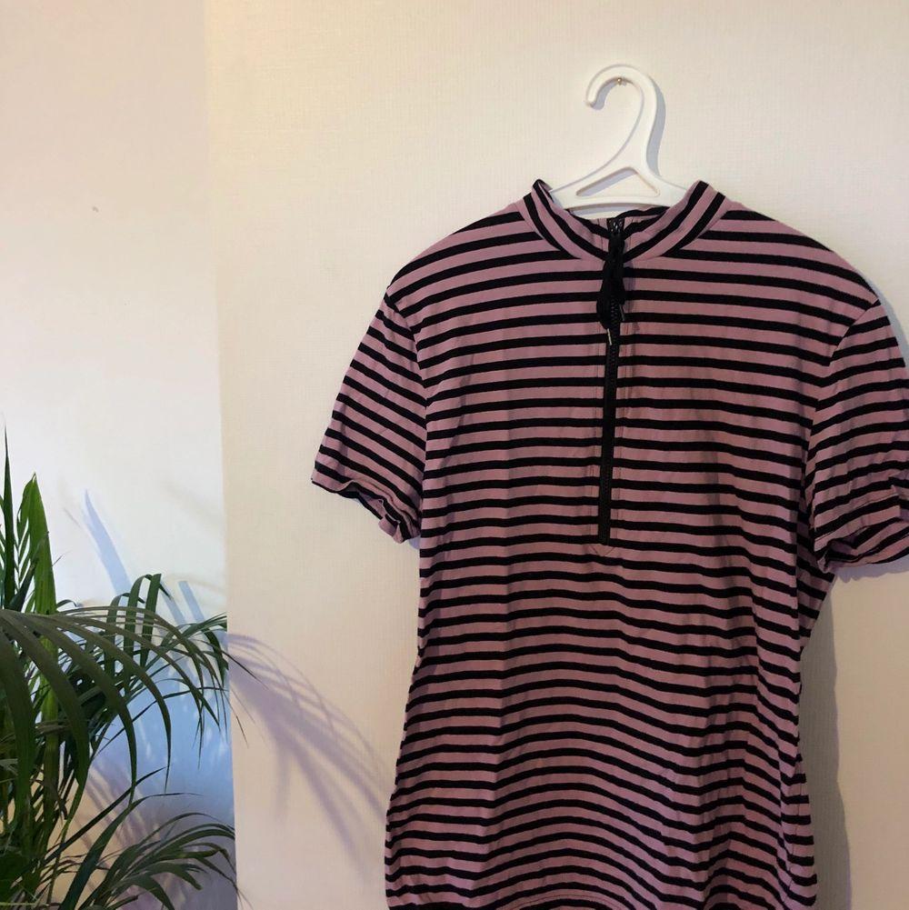 Aldrig använd trendig T-shirt från Tiger of Sweden💕. T-shirts.