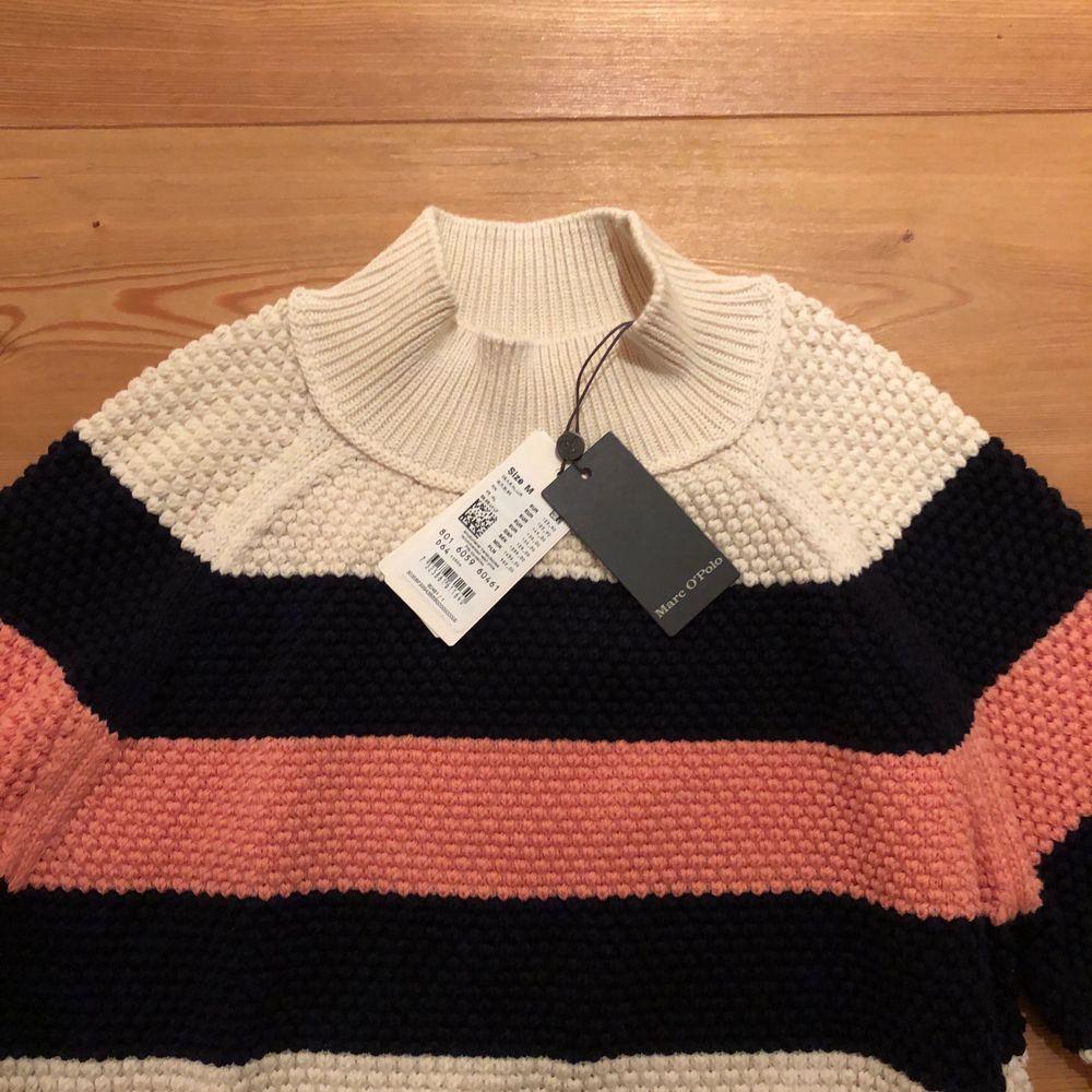Sälker denna superfina tröja som är helt oanvänd med lapp kvar. . Stickat.