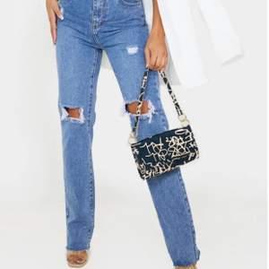Säljer dess jätte fins jeans från PLT. De är helt nya endast testade! Frakt tillkommer på runt 70kr💕💕