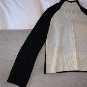 Stickad tröja från NAKD, använd 1 gång med högre krage och vida armar.