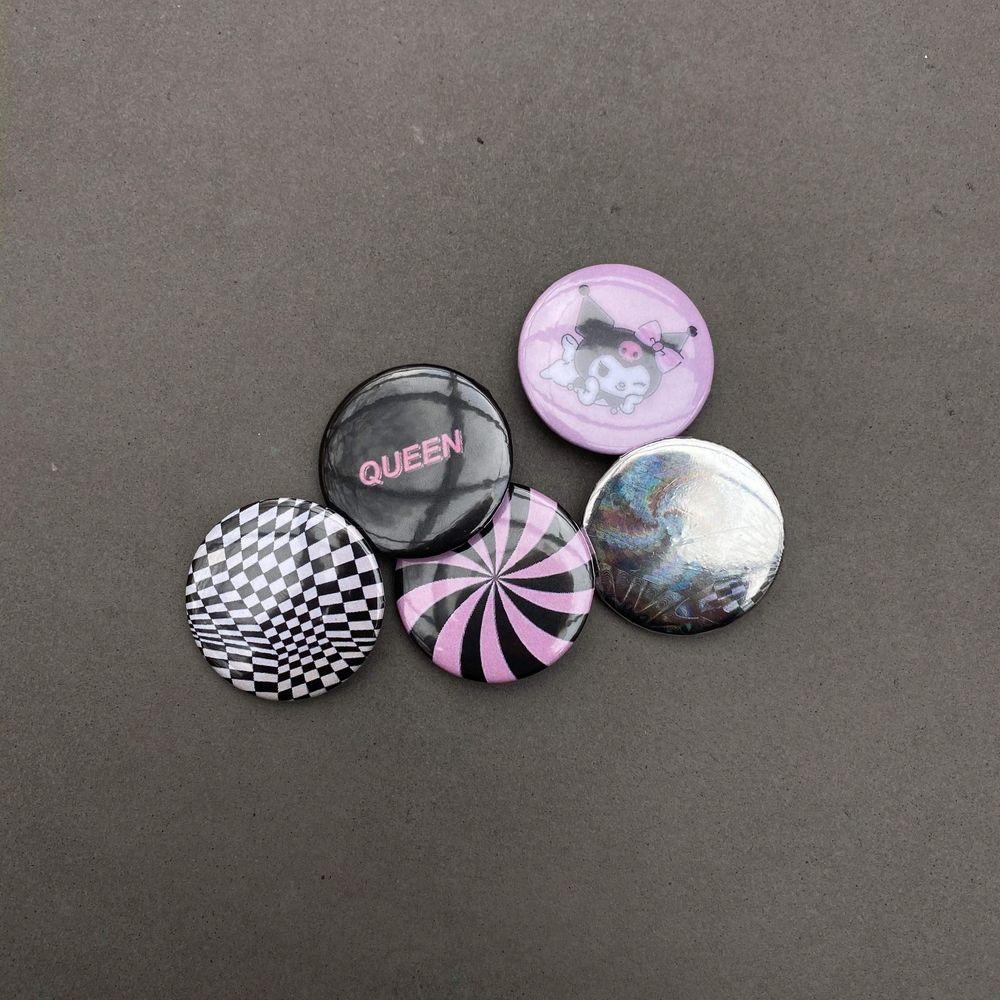 Custom made pins, 10:- styck eller 50:- för hela paketet. Skriv till oss bara ✨ Kolla profilen för fler pins. Vi kan också göra custom pins med ditt motiv på! 🌼 Frak tillkommer på 10:- . Accessoarer.