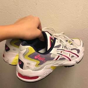 Asics som är nästintill oanvända, står st 41,5 i skon men det är som en 40. Frakt tillkommer :-)
