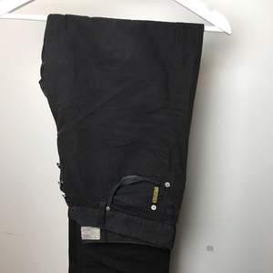 Tunna Armani byxor, aldrig använda direkt från butiken! Hör av dig för ytterligare bilder eller frågor :)