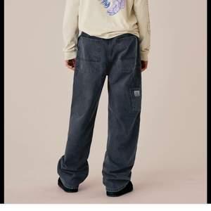 Jag söker jeans från Weekday x Lee kollektionen!🥰 Hör gärna av dig om du är villig att sälja ett par☺️ Säker inte ett speciellt par eller en speciell storlek så hör gärna av dig oavsett vilken storlek och modell❤️