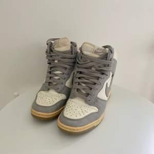 Nike dunk Sky High sneakers. Äkta. Orginalpris, ca.1500.