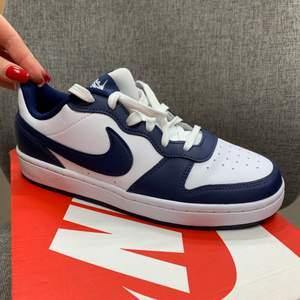 Intressekoll. Säljer mina Nike storlek 38, då jag ångrat mig. Helt nya och helt OANVÄNDA. Köparen står för frakt.