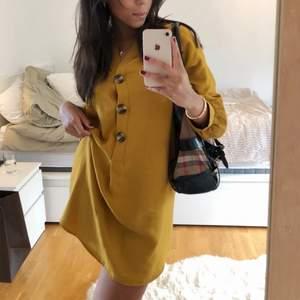 Orange långärmad klänning från Zara. Använd 2  gånger, så nästan som ny! - Storlek S 💘