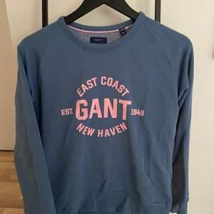 En helt oanvänd Gant tröja som jag fick för 2 veckor sedan i present men de var inte min stil. Skriv till mig privat vad ni kan lägga för bud❤️