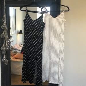 2 fina långklänningar som går till mitten av vaden med slits upp t låret. Storlek 34 med justerbara axelband. Något skynkliga då de legat i garderoben men lätt att fixa genom att bara ha de hängandes nån dag.💗 Köp en för 70 eller båda för 130🥰 du står för frakt