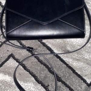 Fin svart väska, lite större,jätte bra skick knappt använd 60kr eller bud