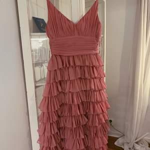 Slutsåld klänning från Gina tricots exklusiva kollektion