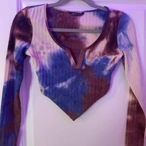Säljer denna fina tröjan som jag köpte här på Plick för ett tag sen men som är för liten. Tröjan är i fint skick och alldrig andvänd ( bara testad)  Köparen står för frakt!🥰 skriv om du är intresserad eller har några frågor!💕
